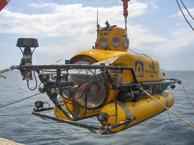 The Institutes research submersible PC–8